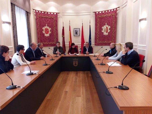 Beaumont firma el convenio con el alcalde de Falces