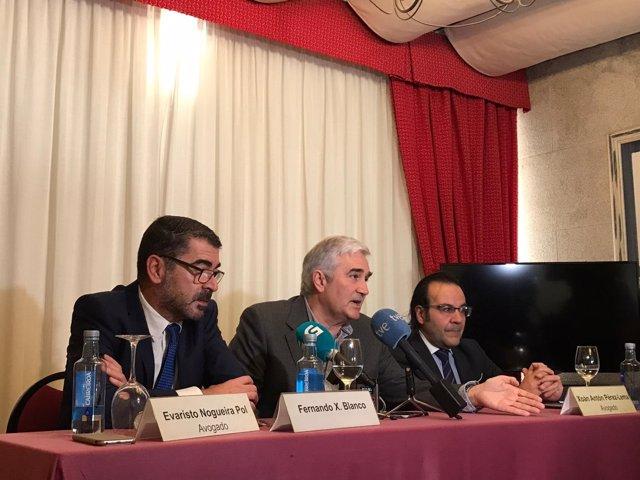 Rueda de prensa de Fernando Blanco junto a sus abogados en Santiago