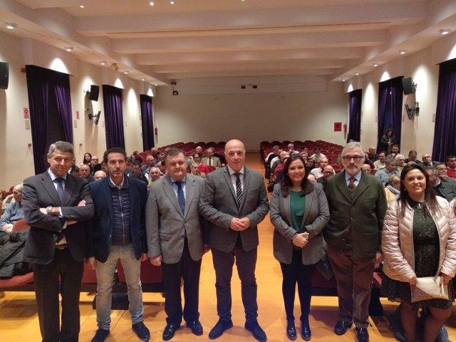 Antonio Ruiz (centro), en la inauguración de la jornada