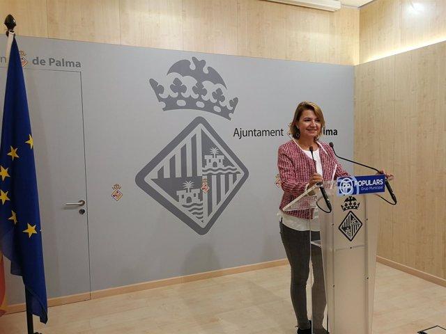 La portavoz del Grupo Municipal Popular, Margalida Durán, en rueda de prensa
