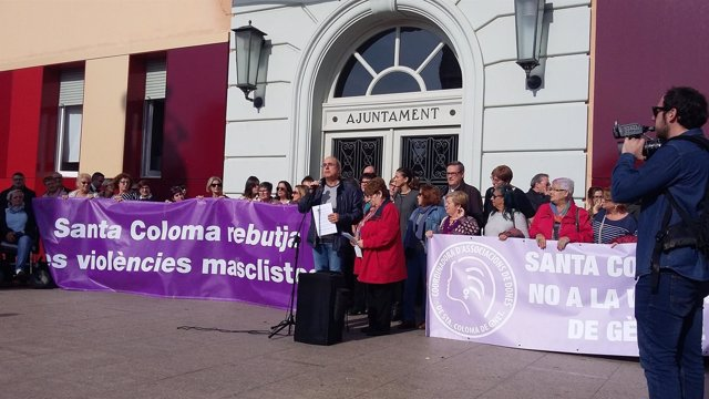 Concentración contra la violencia machista en Santa Coloma de Gramenet