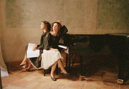 Las hermanas Katia y Marielle Labèque interpretarán el jueves en el teatro Arriaga una selección de música vasca