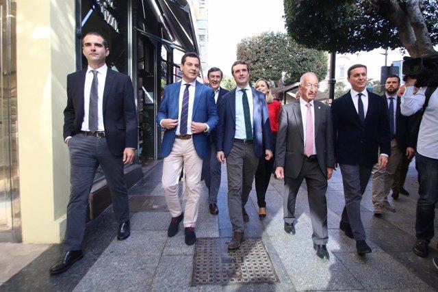 Pablo Casado junto a Juanma Moreno y el PP almeriense pasea por la capital