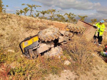 Fallece un hombre al volcar el tractor que conducía y quedar sepultado bajo el mismo, en Aledo