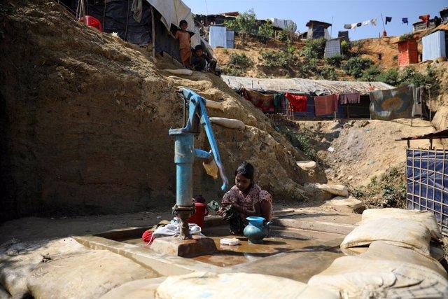 Niña rohingya en un campamento de refugiados de Bangladesh