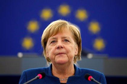 Merkel apoya a Macron frente a Trump y reivindica la creación de un ejército europeo