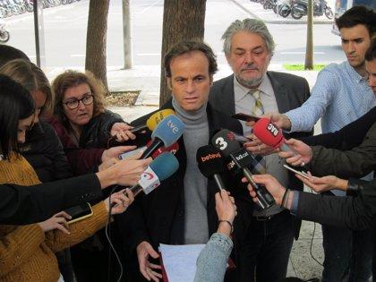 El Ayuntamiento de Barcelona exige a Sánchez que colabore para esclarecer las cargas del 1-O