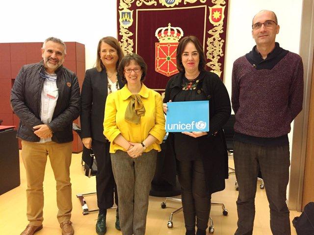 Ainhoa Aznárez, con representantes de UNICEF.