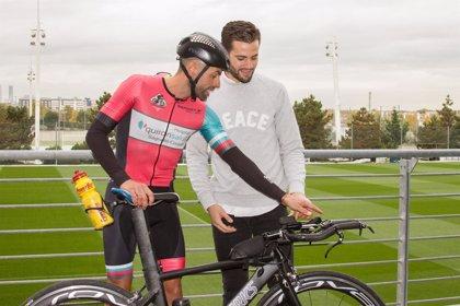 El ciclista sevillano que atraviesa España para fomentar el deporte en diabéticos para en la Ciudad Deportiva del Madrid