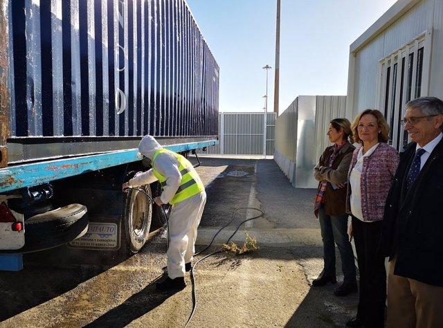 La presidenta de la APA visita el centro de limpieza de vehículos