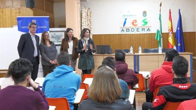 Manuel Cortés y Carmen Belén López, inaugurando el taller en el IES Abdera.