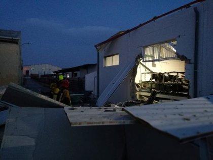 Cuatro heridos, dos graves por quemaduras, en la explosión de una fábrica de látex en Crevillent