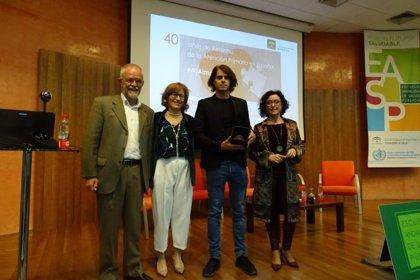La Escuela Andaluza de Salud Pública reconoce al consejero de Salud que firmó las transferencias a la comunidad