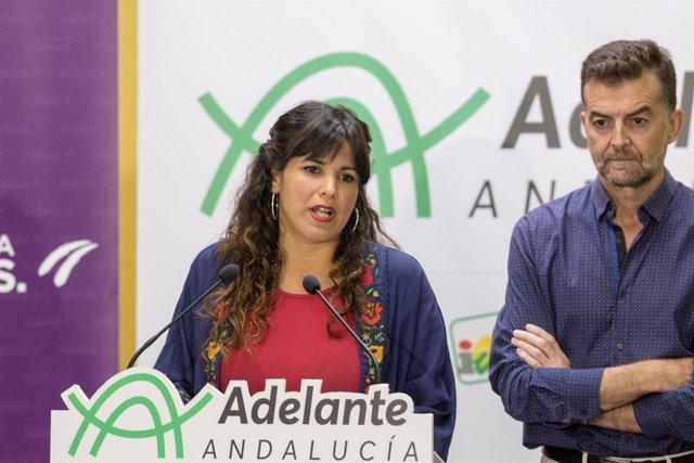 Teresa Rodríguez, junto a Antonio Maíllo, en rueda de prensa