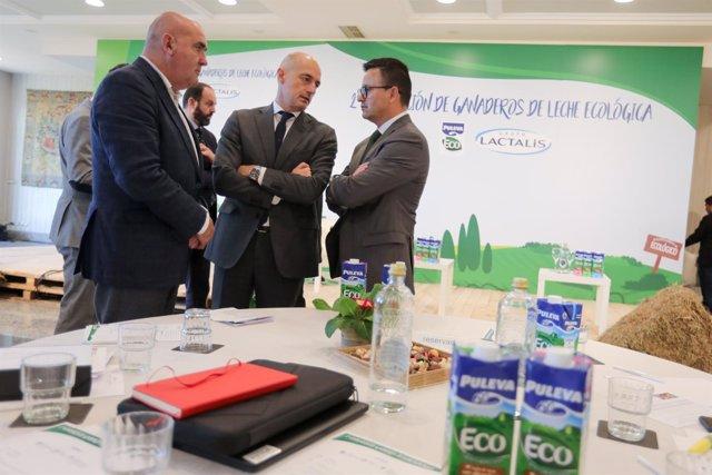 José González en la segunda convención anual de ganaderos de leche ecológica