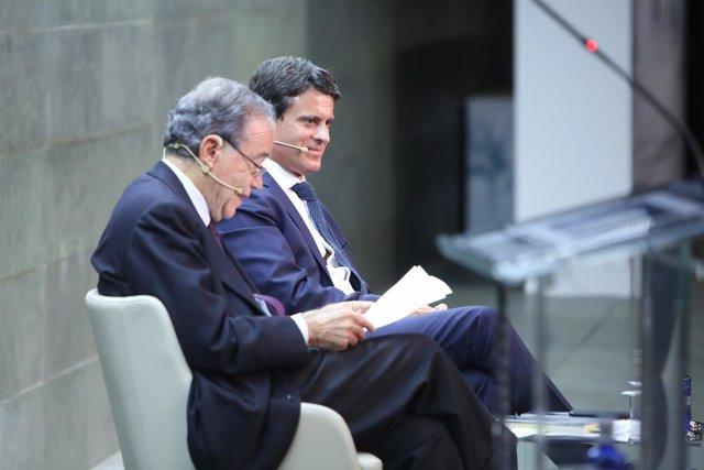 El candidato a la Alcaldía de Barcelona, Manuel Valls, interviene en Madrid en u