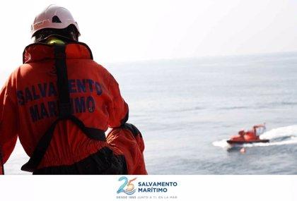 Rescatadas un total de 228 personas de cinco pateras en Alborán durante este martes
