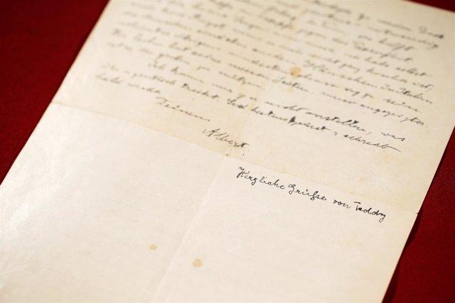 Una carta de Albert Einstein vendida en subasta en Jerusalén