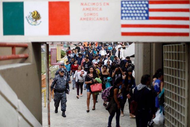 Integrantes de la caravana centroamericana en la frontera de México y EEUU