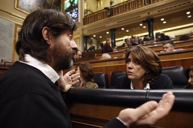 Dolores Delgado charla en el Pleno del Congreso con Rafael Mayoral