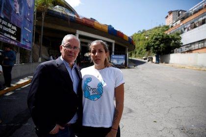 """La familia de Requesens pide más presión para asegurar que la """"dictadura"""" de Maduro acaba el 10 de enero"""