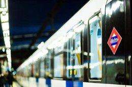 Un tren con el logotipo de Metro de Madrid