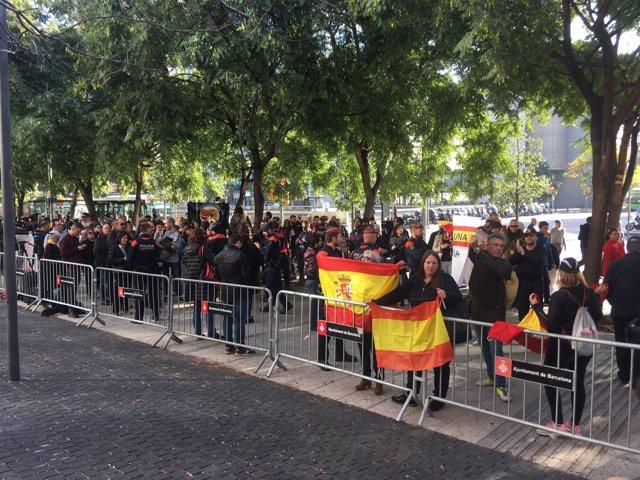 Tensión en las puertas de la Ciutat de la Justicia de Barcelona