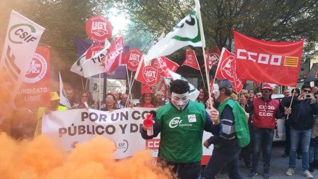 Más de un centenar de personas piden al Gobierno un plan estratégico para Correos y mejoras para sus trabajadores