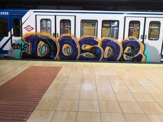 Nuevo vagón de Metro con grafitis