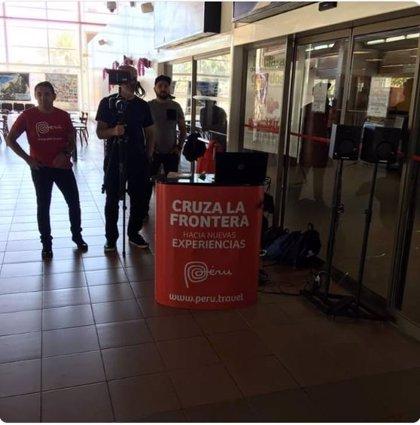 """""""Cruza la frontera hacia nuevas experiencias"""", la polémica promoción del Gobierno peruano en un aeropuerto chileno"""