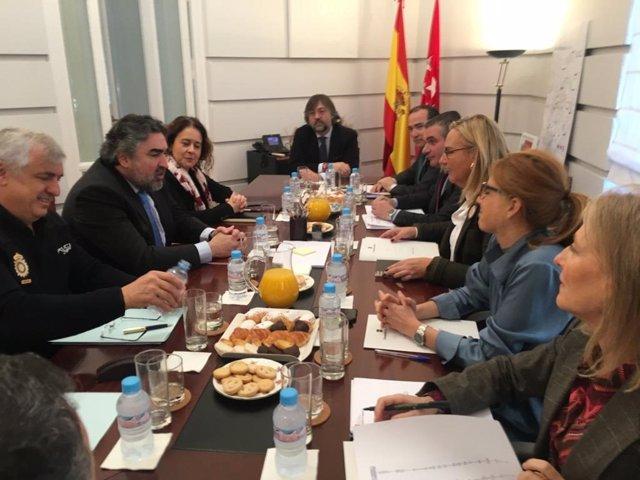 El delegado del Gobierno y la consejera de Transportes en una reunión