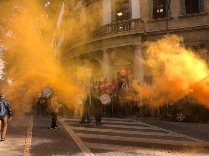 """Los funcionarios de Justicia protestan en los Juzgados contra la """"movilidad forzosa"""" dentro de una misma localidad"""