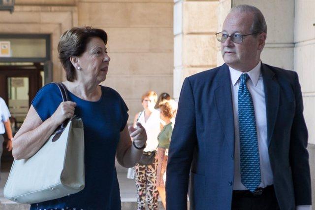 Magdalena Álvarez acude a la sesión del juicio sobre el denominado procedimiento