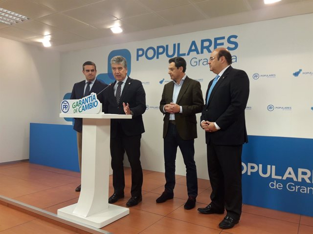 Ignacio Cosidó junto al presidente del PP-A, Juana Moreno, en Granada