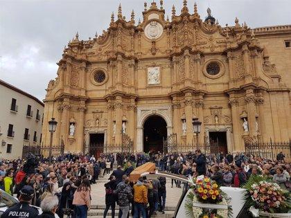 Guadix (Granada) despide a los tres trabajadores muertos tras la explosión en una pirotecnia