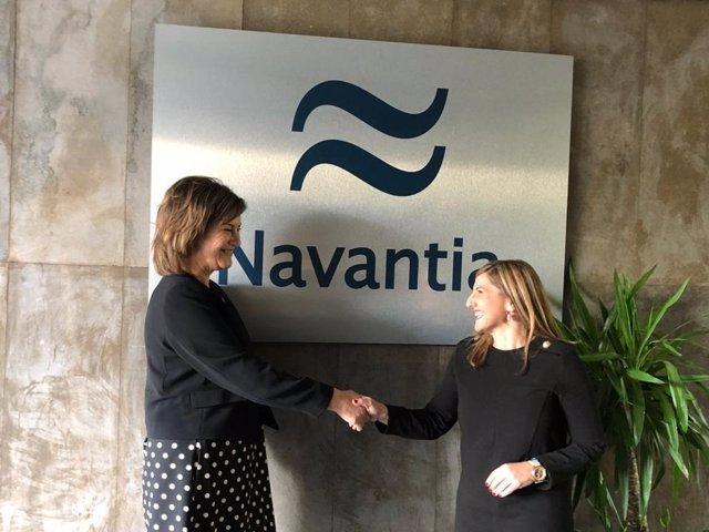 Irene García con la presidenta de Navantia