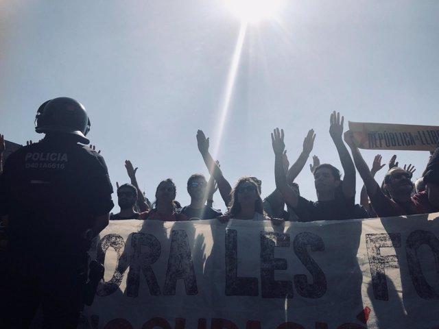 Se celebran a la vez una manifestación soberanista y otra convocada por el sindi