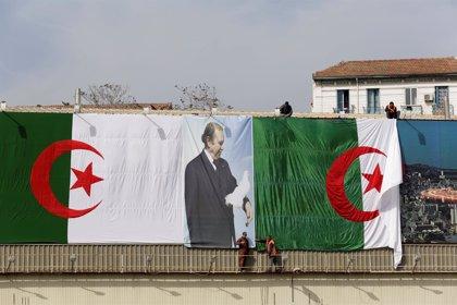 Dimite el secretario general del partido gobernante en Argelia