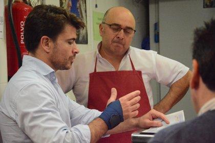 """Beltrán Pérez promete un """"gran plan"""" para mejorar los mercados de abasto"""