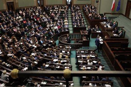 El plan del Gobierno de Polonia de hacer pagar más a los ricos para la pensiones es inconstitucional