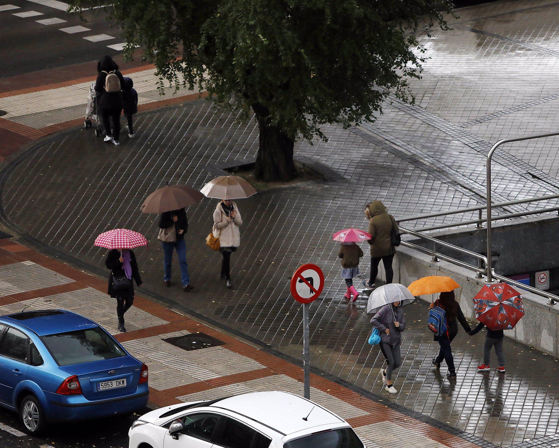 Protección Civil alerta por lluvias y tormentas que dejarán hasta 100 l/m2 en 12 horas en la vertiente mediterránea