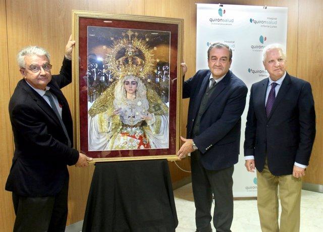 San Gonzalo agradece a Quirónsalud Infanta Luis con una imagen de la virgen