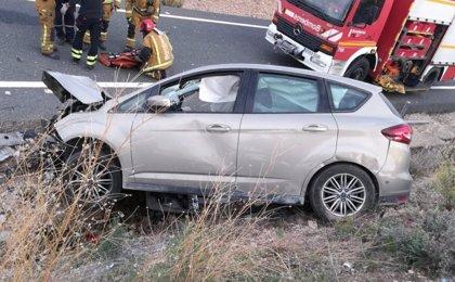 Rescatan a un conductor atrapado tras sufrir un accidente en la A-7 por El Moralet