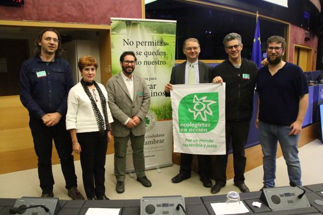 Delegación de Podemos y colectivos sociales en Bruselas