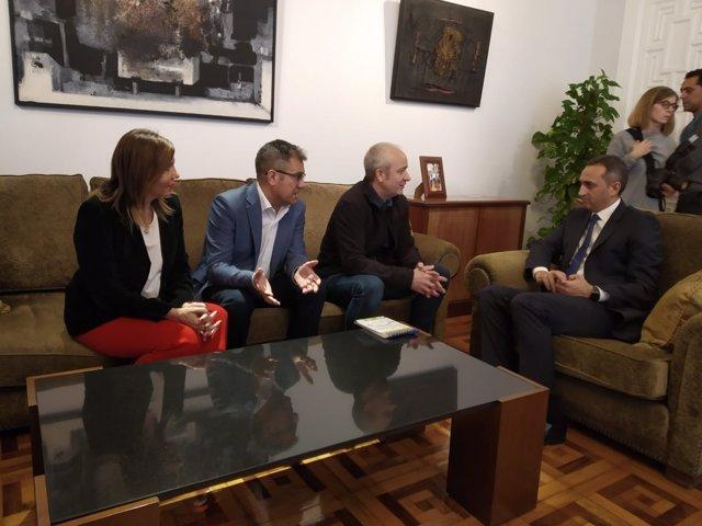 Sánchez, sentado primero por la dcha, junto a Aguilar