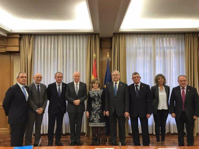La ministra de Sanidad, María Luisa Carcedo, se reúne con los médicos