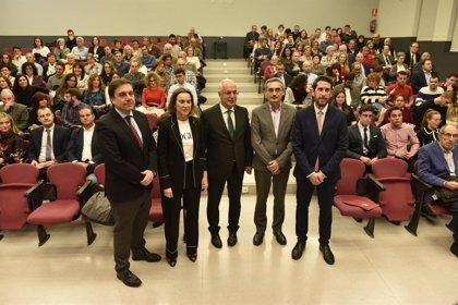 """Ceniceros destaca el """"papel activo y positivo"""" que protagoniza el Consejo de Estudiantes de UR en la vida universitaria"""