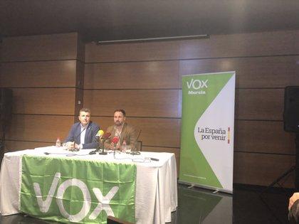 """Abascal (VOX) pide la dimisión del delegado del Gobierno por el acto de """"hostigamiento de matones"""""""