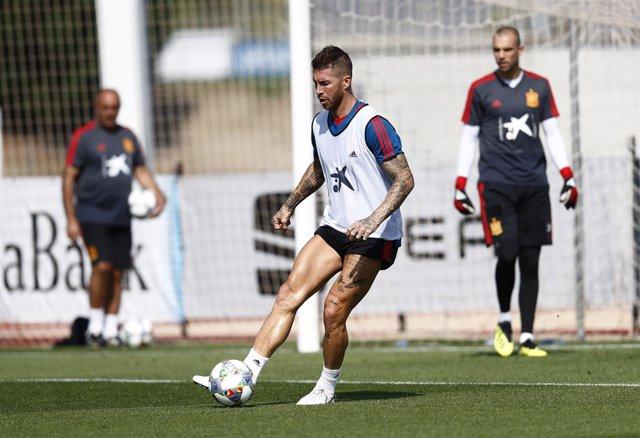 Sergio Ramos entrenando con la selección