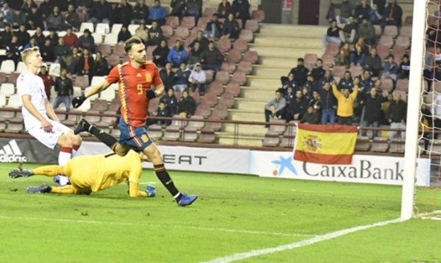 Borja Mayoral celebra un gol con la selección española Sub-21
